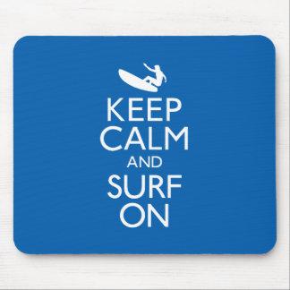 Guarde la calma y practique surf encendido mousepad