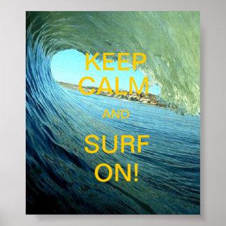 ¡Guarde la calma y practique surf encendido! Poster
