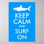 Guarde la calma y practique surf encendido posters