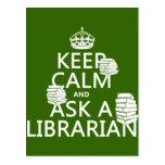Guarde la calma y pregunte a bibliotecario (cualqu tarjetas postales