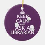 Guarde la calma y pregunte a bibliotecario ornaments para arbol de navidad