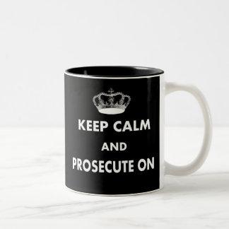 Guarde la calma y procésela en los regalos taza