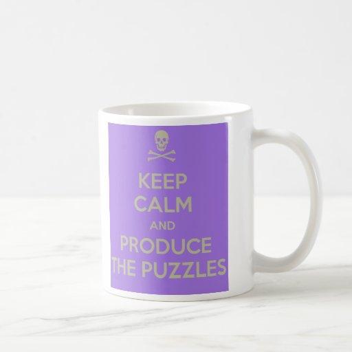 Guarde la calma y produzca la taza de los