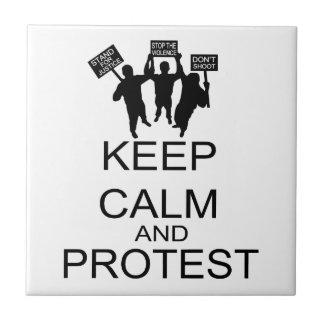 Guarde la calma y proteste teja  ceramica