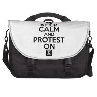 Guarde la calma y proteste encendido bolsas para portatil