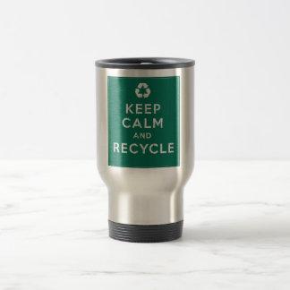 Guarde la calma y recíclela taza