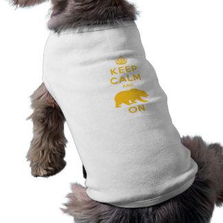Guarde la calma y refiérase playera sin mangas para perro