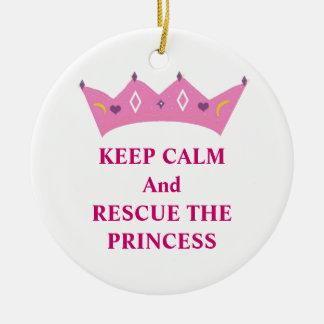 Guarde la calma y rescate a la princesa adorno navideño redondo de cerámica