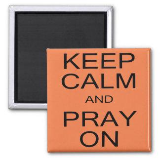 Guarde la calma y ruegue en cuadrado el imán de 2