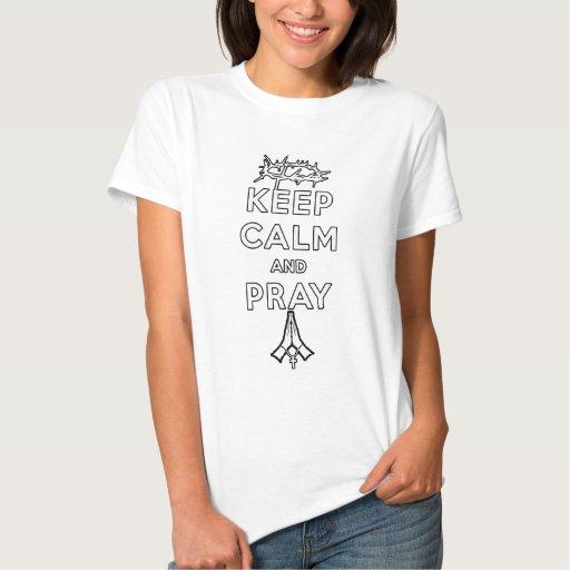 Guarde la calma y ruegue (texto ligero - las mujer tshirt