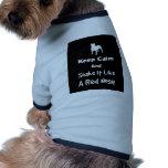 Guarde la calma y sacúdala tienen gusto de una nar camisetas de perro