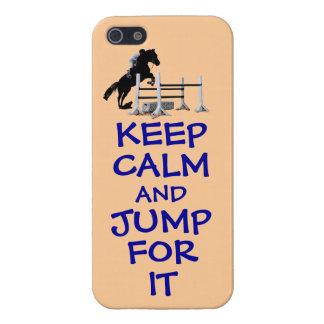Guarde la calma y salte para ella iPhone 5 protectores