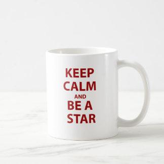 Guarde la calma y sea una estrella taza de café