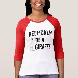 ¡Guarde la calma y sea una JIRAFA! Camisetas