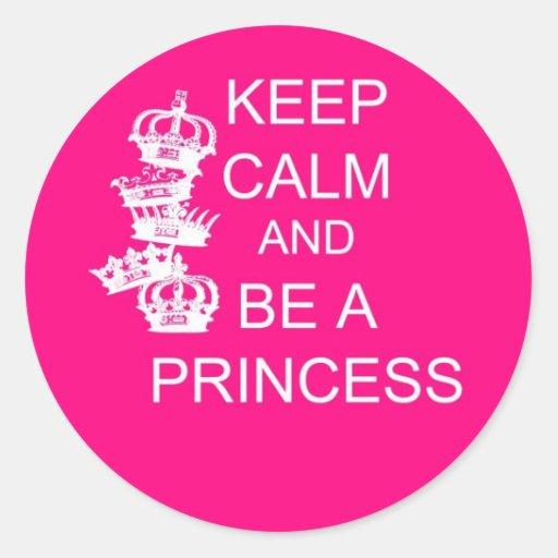 Guarde la calma y sea una princesa pegatina redonda