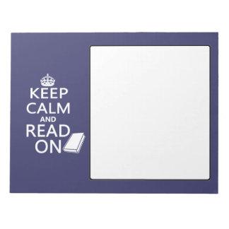 Guarde la calma y siga leyendo bloc de papel