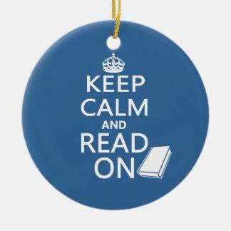 Guarde la calma y siga leyendo adorno redondo de cerámica