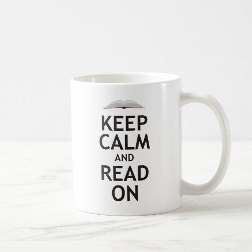 Guarde la calma y siga leyendo taza básica blanca