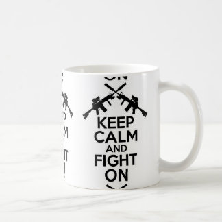 Guarde la calma y siga luchando taza básica blanca