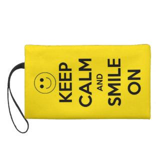 Guarde la calma y sonría en amarillo