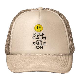 Guarde la calma y sonría encendido gorra