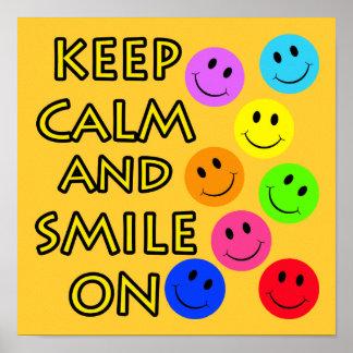 Guarde la calma y sonría encendido poster