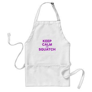 Guarde la calma y Squatch Delantal