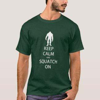 Guarde la calma y Squatch en camiseta