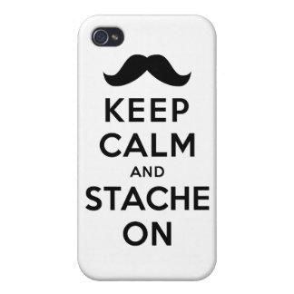 Guarde la calma y Stache encendido iPhone 4 Cárcasa