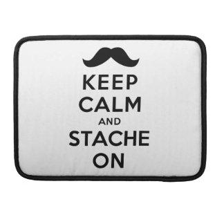 Guarde la calma y Stache encendido Funda Macbook Pro