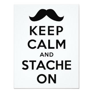 Guarde la calma y Stache encendido Invitación 10,8 X 13,9 Cm