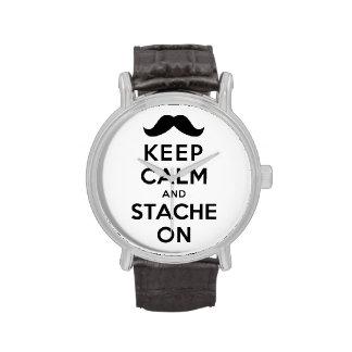 Guarde la calma y Stache encendido Relojes