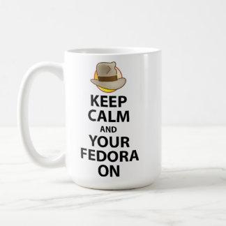 Guarde la calma y su Fedora en la taza