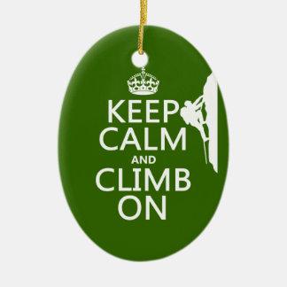 Guarde la calma y suba en (el color adaptable) adorno navideño ovalado de cerámica