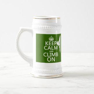 Guarde la calma y suba en (el color adaptable) jarra de cerveza