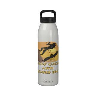 Guarde la calma y suba encendido botella de beber
