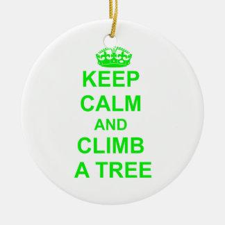 Guarde la calma y suba un árbol adorno navideño redondo de cerámica