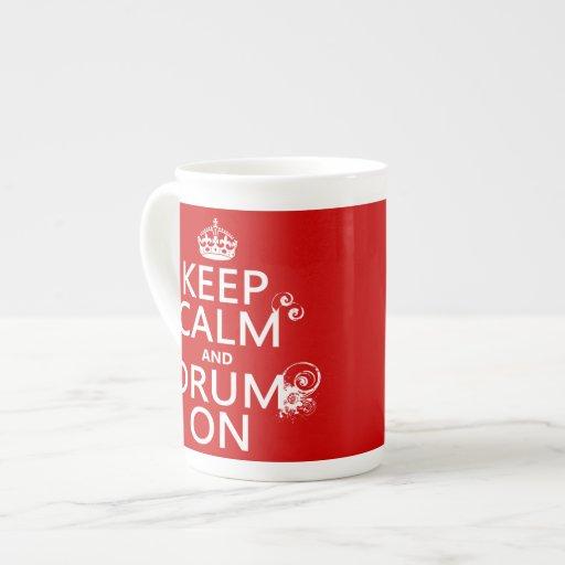 Guarde la calma y teclee en (cualquier color de fo taza de porcelana