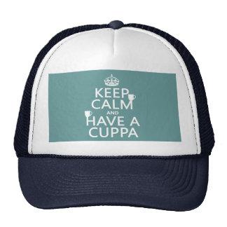 Guarde la calma y tenga un Cuppa - todos los color Gorro De Camionero