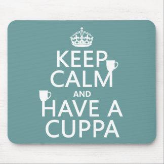 Guarde la calma y tenga un Cuppa - todos los color Mousepad