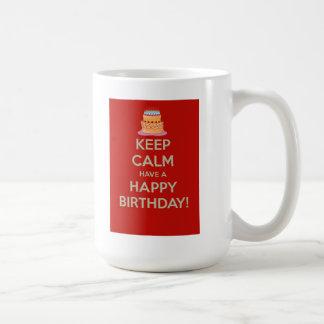 Guarde la calma y tenga un feliz cumpleaños taza clásica