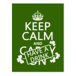 Guarde la calma y tenga una bebida (irlandesa) (cu tarjetas postales