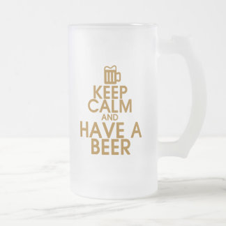 Guarde la calma y tenga una taza de cerveza