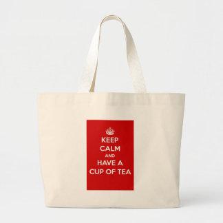 Guarde la calma y tenga una taza de té bolsa de mano