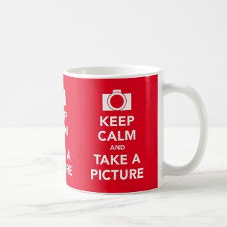 Guarde la calma y tome una taza de la imagen de la