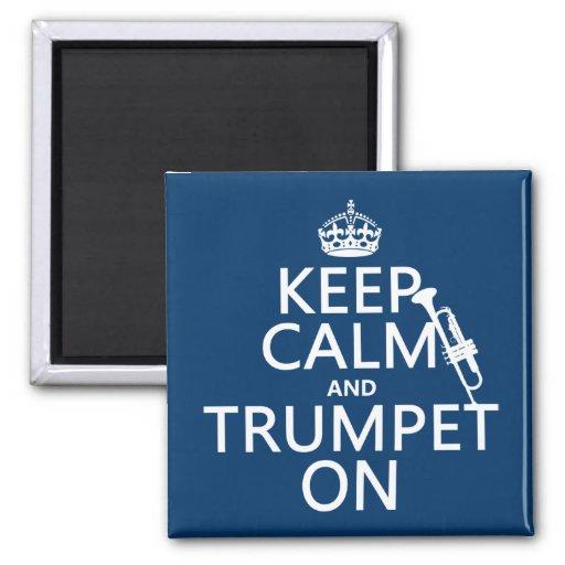 Guarde la calma y toque la trompeta en (cualquier  imán para frigorifico