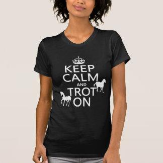 Guarde la calma y trote encendido - los caballos - playera