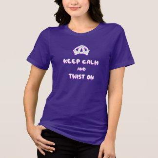 Guarde la calma y tuerza encendido camisetas