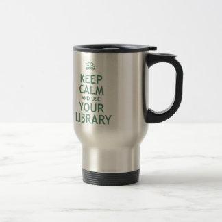 Guarde la calma y utilice su biblioteca taza de viaje