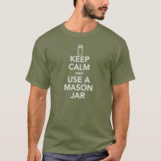 Guarde la calma y utilice una camiseta blanca del
